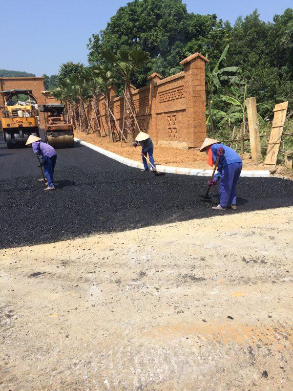 Nhân công điều chỉnh thảm asphalt