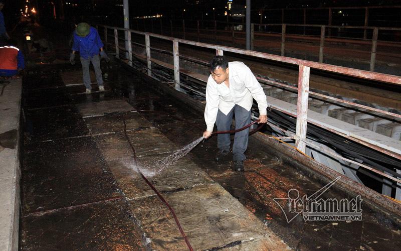 Thay thế tấm đan mặt cầu trước khi thảm Carboncor Ashalt
