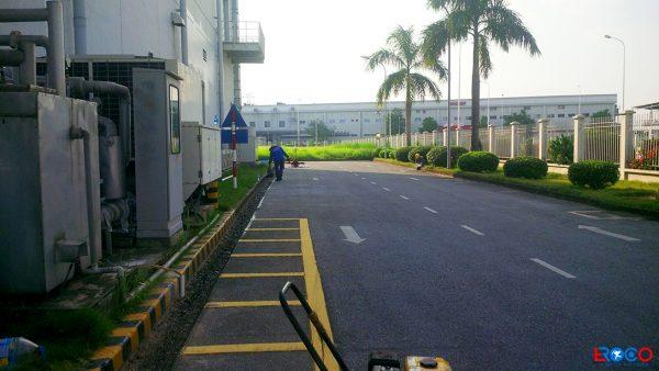 Tưới nhũ tương trong công tác thi công thảm bê tông nhựa nóng tại Molex