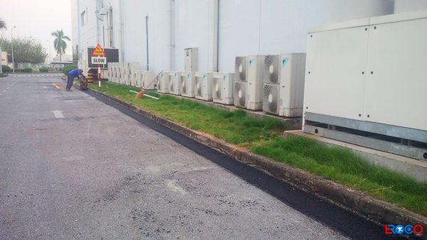 Công tác đầm bàn bề mặt bê tông nhựa nóng tại NM Molex