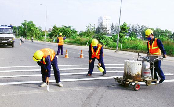 Thi công sơn vạch kẻ đường dẻo nhiệt các dự án giao thông