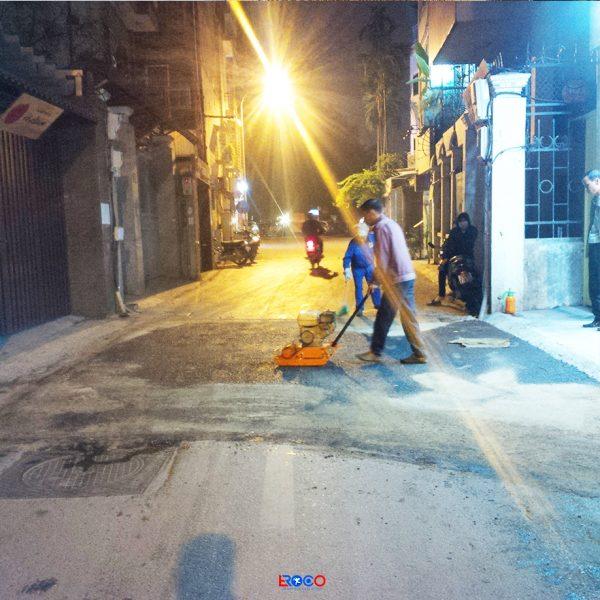 Thảm bê tông nhựa nóng mặt đường dân sinh tại Linh Lang – Ba Đình