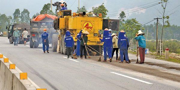 Dọn dẹp vệ sinh mặt đường trước thi khi công rải asphalt