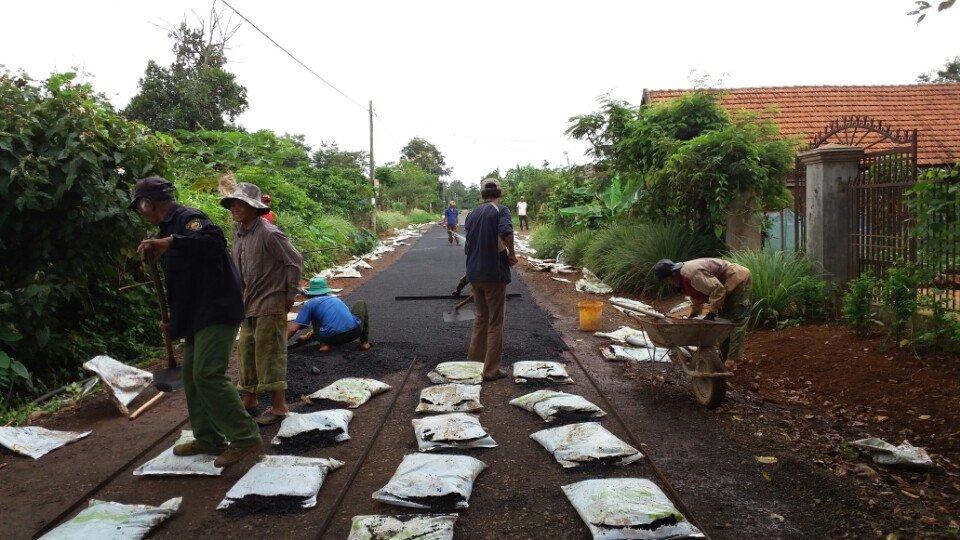va-sua-mat-duong-bang-carboncor-asphalt